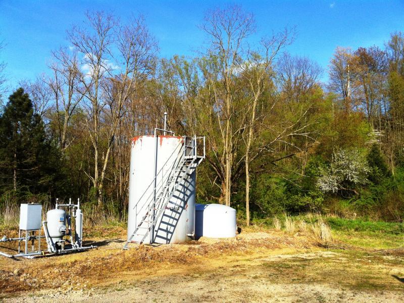 Natural gas storage tank